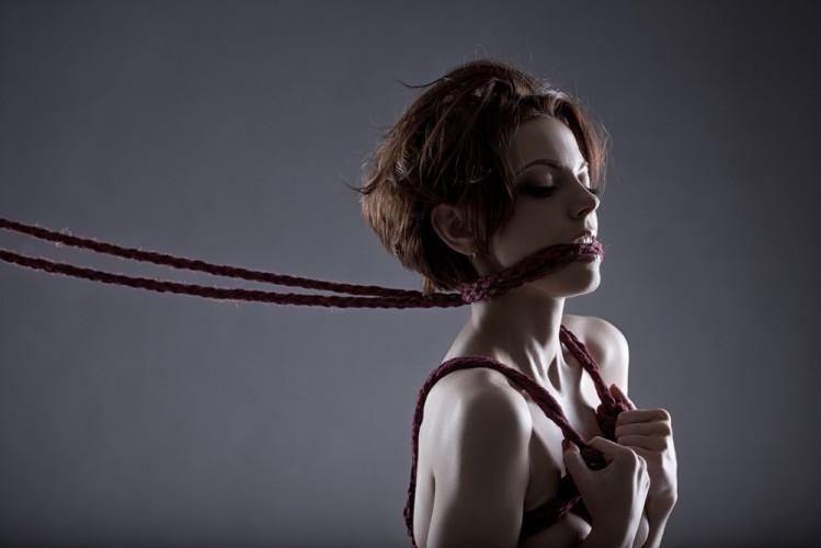 Фото связанных веревкой женщин 3 фотография